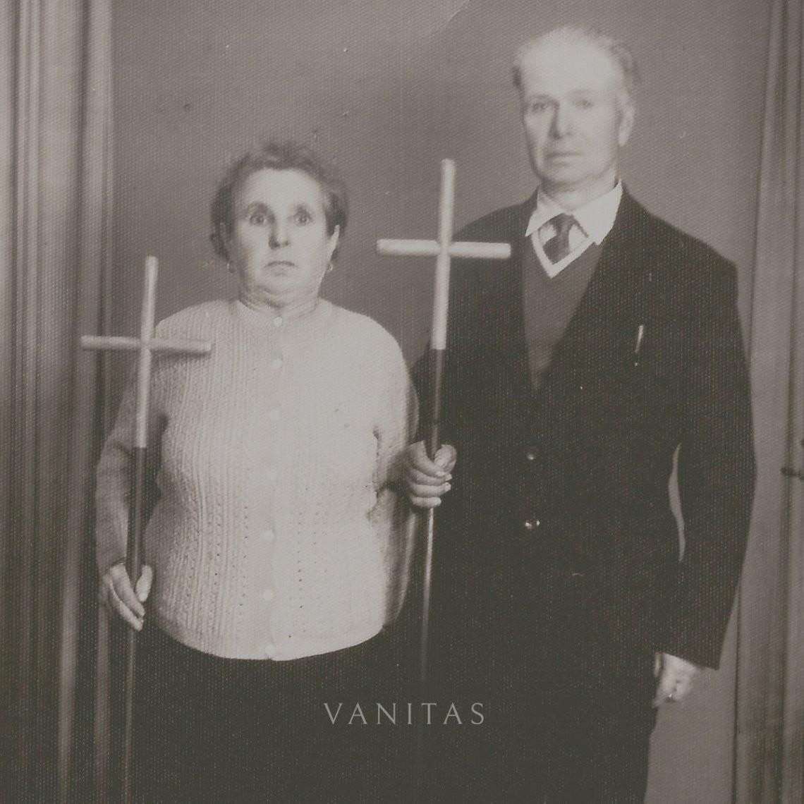 In Twilight's Embrace – Vanitas